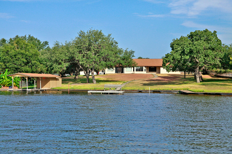 Great remodel opportunity in Lake LBJ Real Estate